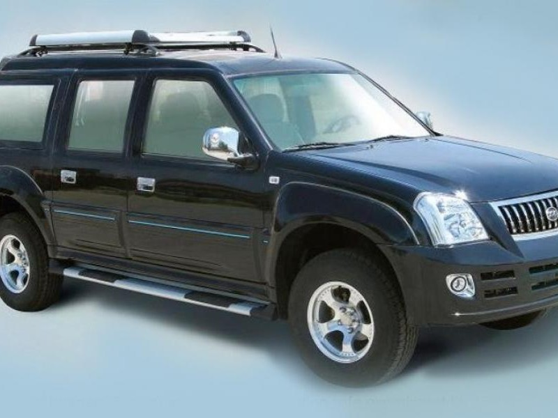 Черный Xin Kai SUV X3 вид сбоку