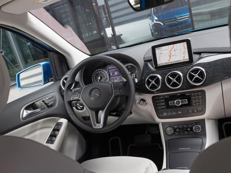 Вид из салона Mercedes B-Class 2014