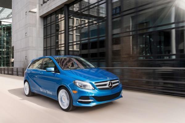 Синий хэтчбек Mercedes B-Class 2014