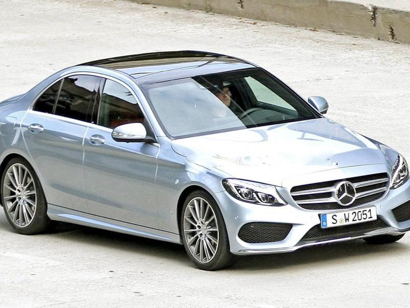 Серебристый седан Mercedes C-Class (w205) 2014