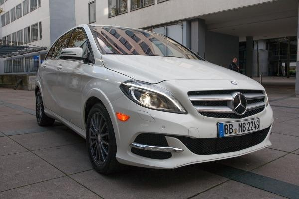 Белый хэтчбек Mercedes B-Class 2014