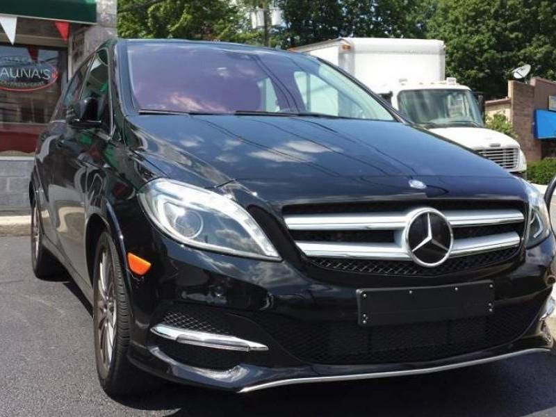 Черный хэтчбек Mercedes B-Class 2014 вид спереди