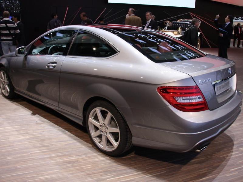 Серебристый Mercedes C-Class Coupe (204) 2014