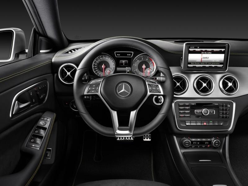 Седан Mercedes CLA 2014 вид сверху