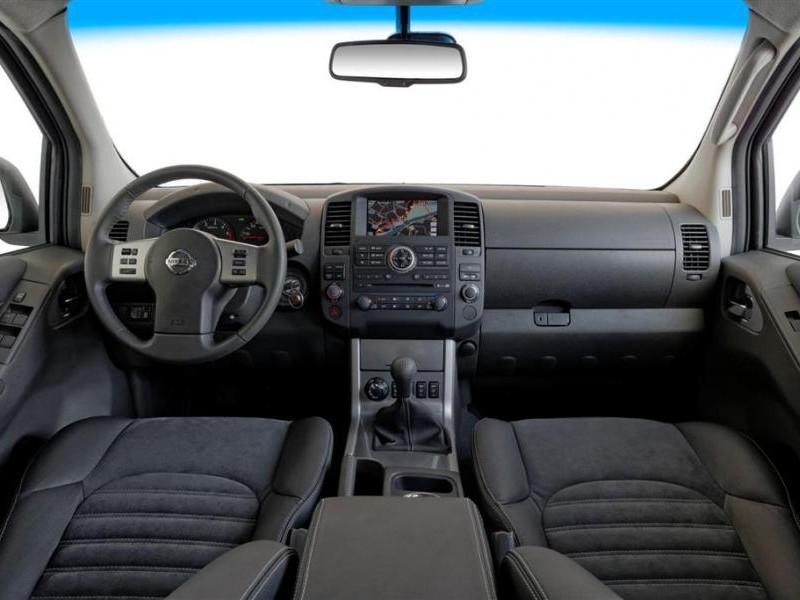 Руль, кпп, консоль, черный салон Nissan Navara 2014