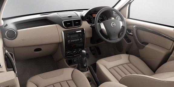 Бежевый салон, консоль, руль, кпп Nissan Terrano 2014