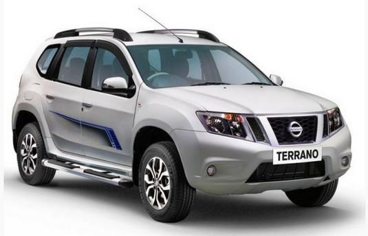 Серебристый кроссовер Nissan Terrano 2014