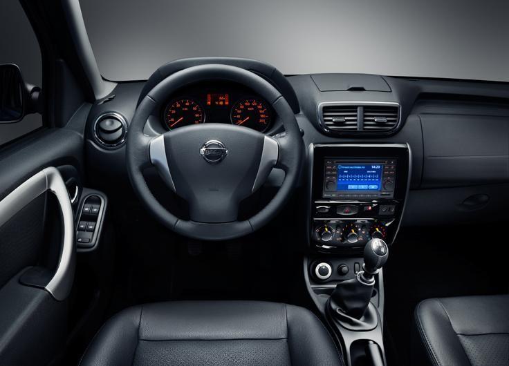 Черный салон, руль, консоль Nissan Terrano 2014