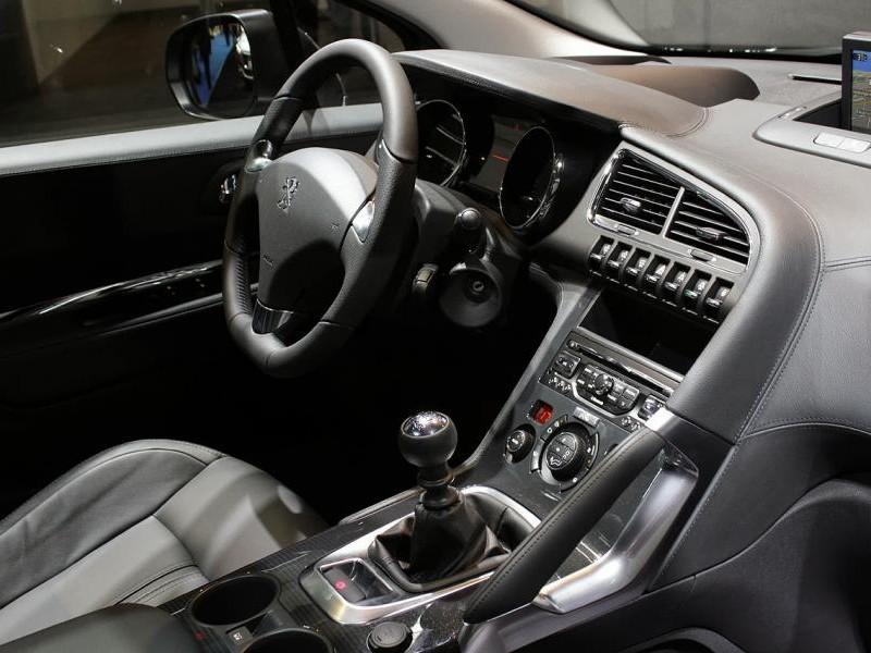 Руль, консоль, кпп кроссовера Peugeot 3008 2014