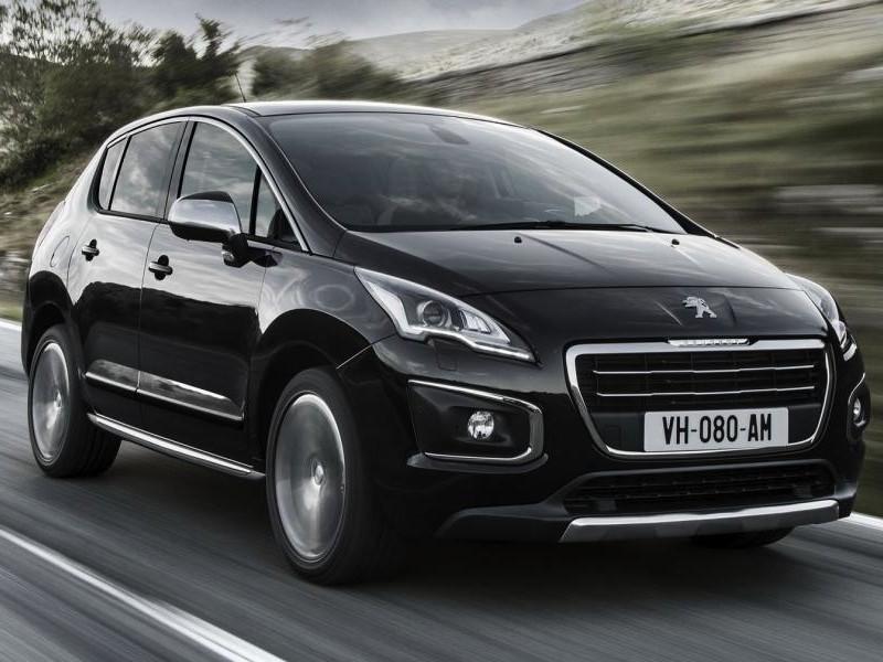Черный кроссовер Peugeot 3008 2014