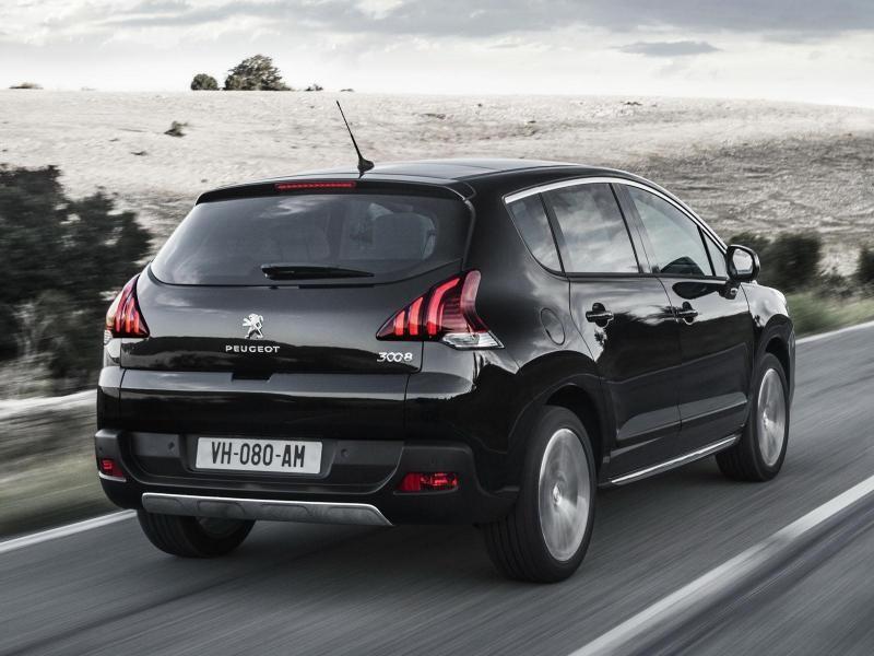 Черный кроссовер Peugeot 3008 2014 вид сзади