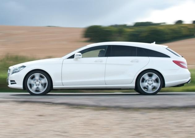 Белый Mercedes CLS-Class Shooting Brake 2014 вид сбоку