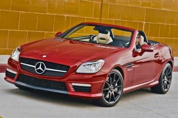 Красный кабриолет Mercedes SLK-Class 2014