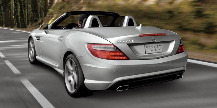 Серебристый Mercedes SLK-Class 2014 вид сзади
