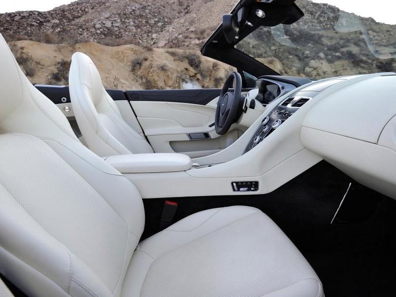 Белый салон Aston Martin Vanquish Volante 2014