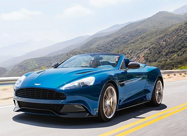 Синий кабриолет Aston Martin Vanquish Volante 2014 вид спереди
