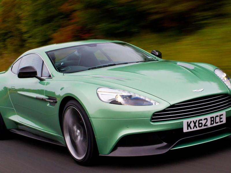 Зеленый Aston Martin Vanquish 2014 вид спереди