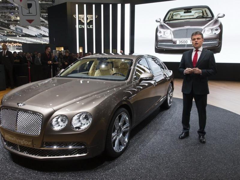 Серебристый седан Bentley Mulsanne 2014 презенатция