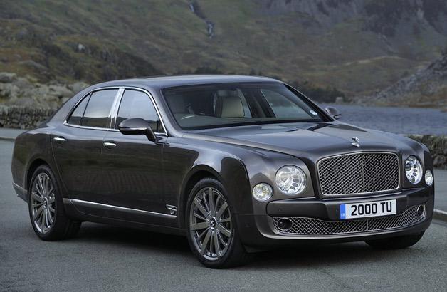 Серебристый седан Bentley Mulsanne 2014