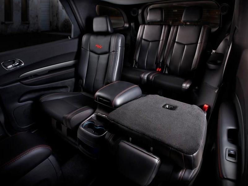 Черный салон кроссовера Dodge Durango 2014