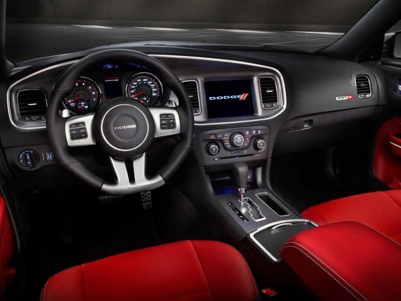 Красный салон, руль, консоль, коробка передач Dodge Charger 2014