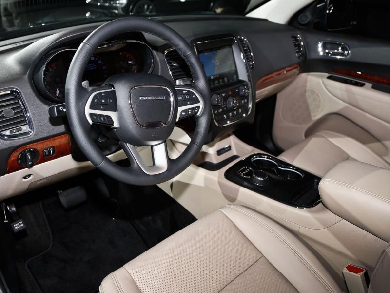 Белый салон, руль, консоль Dodge Durango 2014
