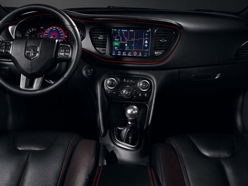 Черный салон, руль, консоль Dodge Dart 2014