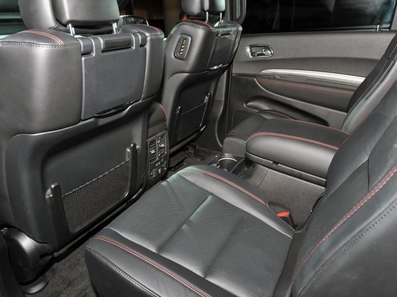 Черный салон Dodge Durango 2014
