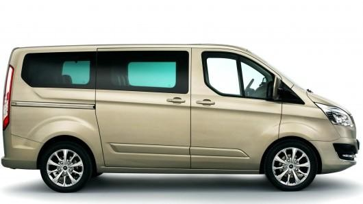 Бежевый Ford Tourneo Custom 2014 вид сбоку