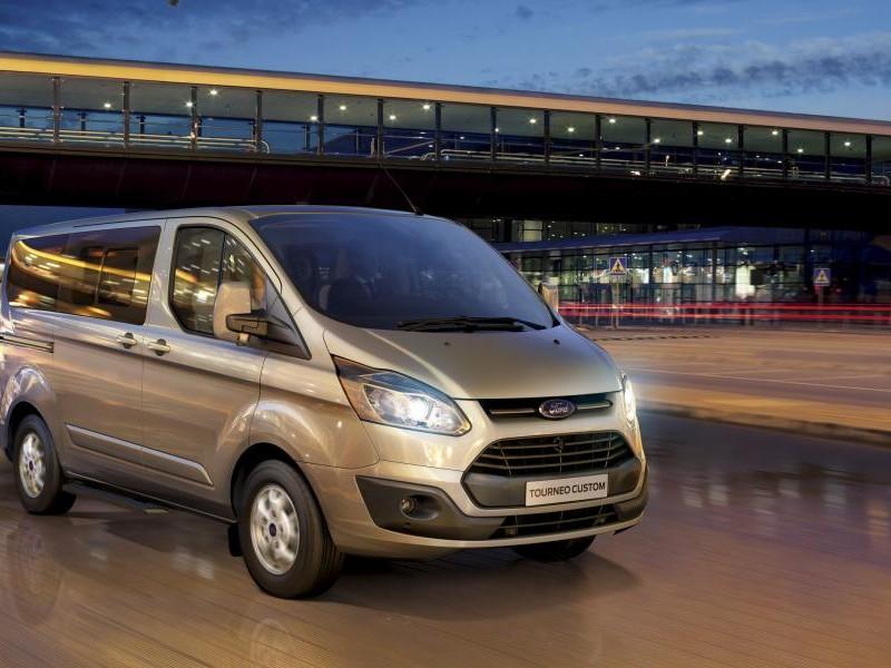 Серебристый Ford Tourneo Custom 2014