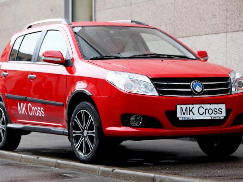 Красный Geely MK Cross 2014 вид спереди