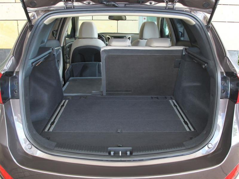 Багажник Hyundai I30 2014 вид сзади