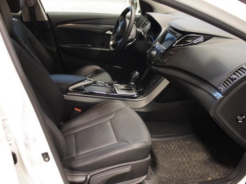 Черный салон Hyundai I40 2014