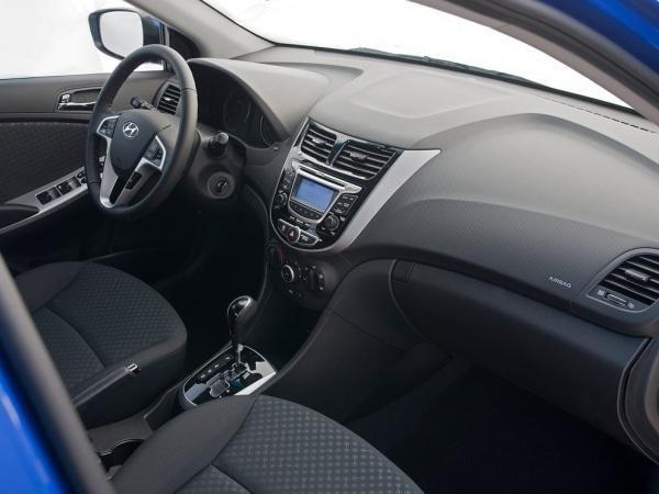 Черный салон, руль, консоль Hyundai Solaris 2014