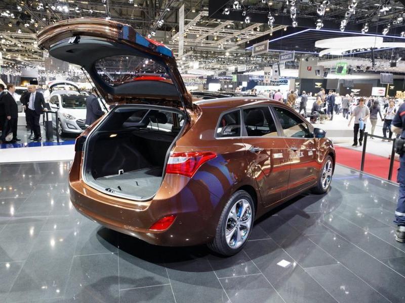 Универсал Hyundai I30 2014 вид сзади