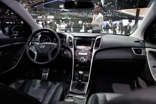 Черный салон, руль, консоль Hyundai I30 2014