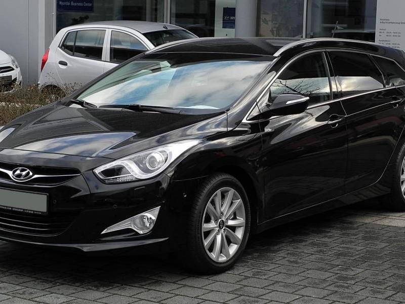 Черный универсал Hyundai i40