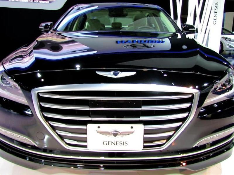 Черный Hyundai Genesis 2014 вид спереди