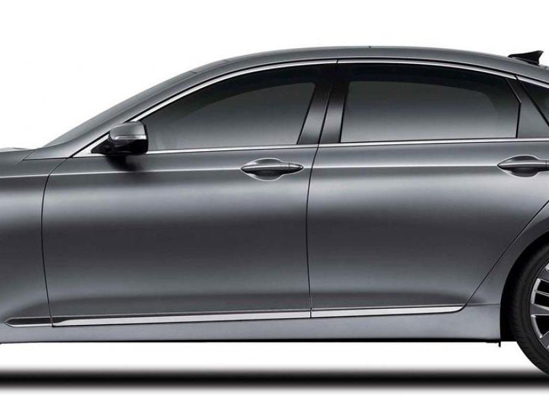 Серебристый седан Hyundai Genesis 2014 вид сбоку