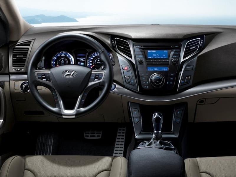Руль, кпп, консоль Hyundai i40 универсал