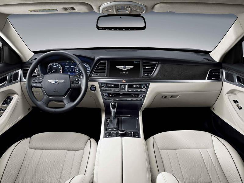 Белый салон, руль, консоль Hyundai Genesis 2014