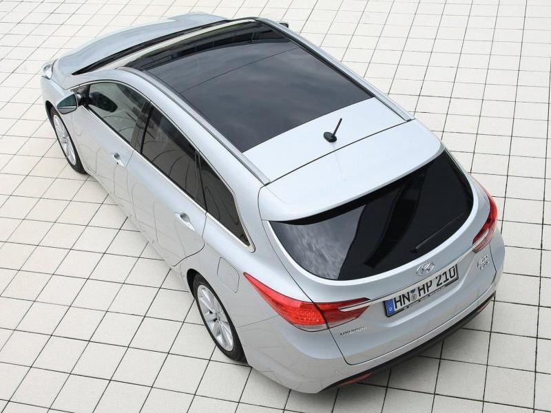 Белый Hyundai i40 вид сверху