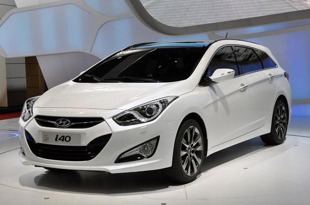 Белый универсал Hyundai i40 вид спереди