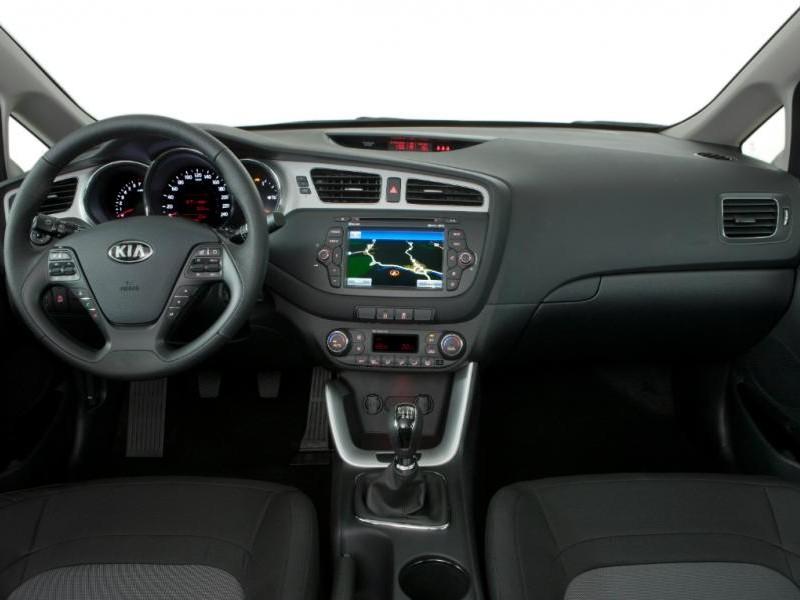 Черный салон, руль, консоль Kia Ceed 2014