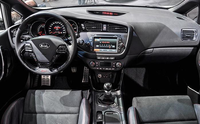 Черный салон, руль, консоль Kia Ceed GT 2014