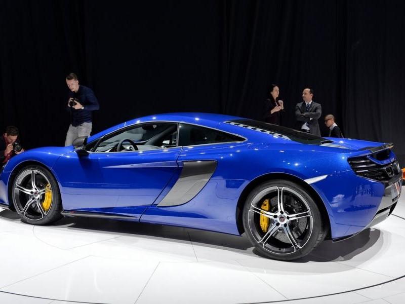 Синий McLaren 650S Coupe 2014 вид сбоку