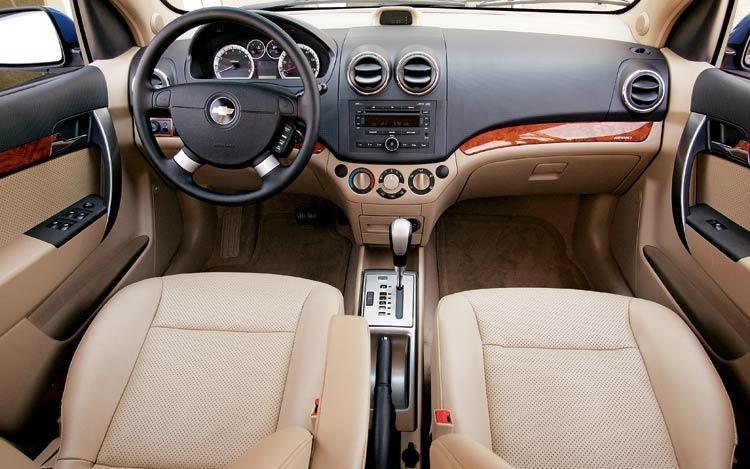 Белый салон, руль, консоль Pontiac G3