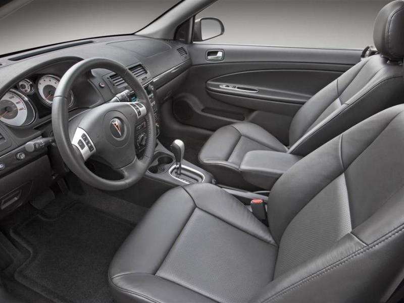 Черный салон, руль, коробка передач Pontiac G5