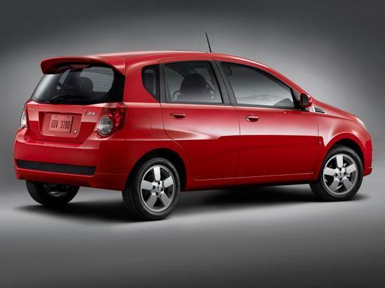 Красный Pontiac G3, вид сбоку хэтчбек