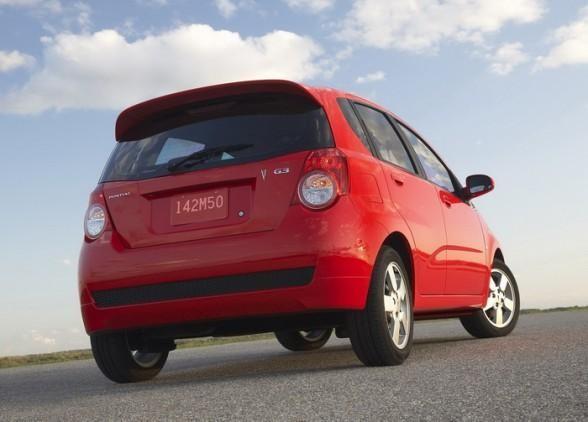 Красный Pontiac G3 хэтчбек вид сзади